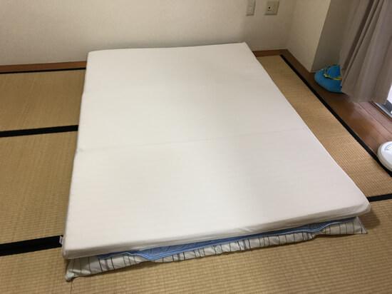 トゥルースリーパーセロは基本布団かベッドの上に敷いて使用します。