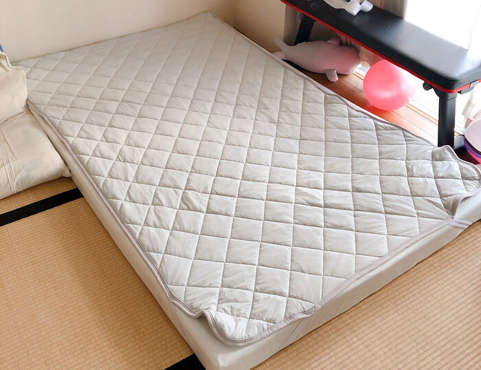 モットンの上に敷布団はNG!でもニトリのひんやりパッド程度なら私も敷いて使ってます。